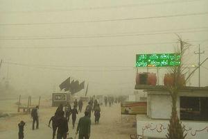 عکس/ گرد و غبار در مسیر پیاده روی کربلا