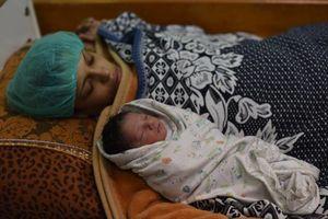 عکس/ تولد فرزند شهید در روز شهادت پدرش