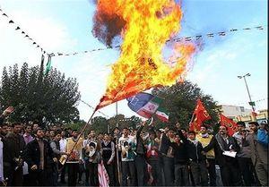فیلم/ جوانان پرچم آمریکا را به آتش کشیدند