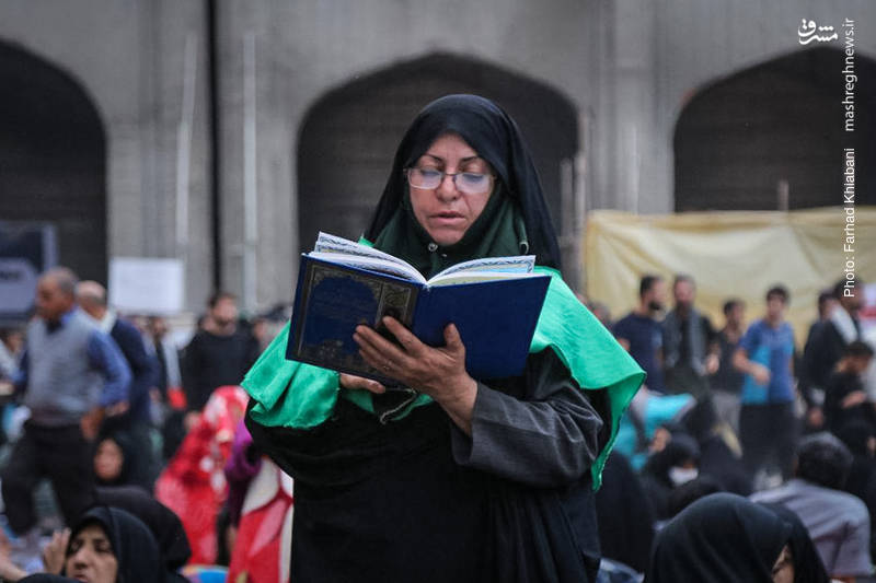 استراحت زائران اربعین در صحن حضرت زهرا(ص)