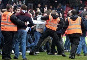هجوم هواداران فوتبال