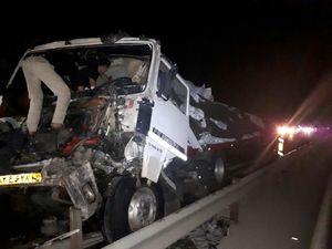 عکس/ تصادف تریلی با کامیون بنز