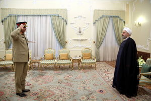 """عکس/ احترام نظامی """"قمرجاوید"""" به روحانی"""