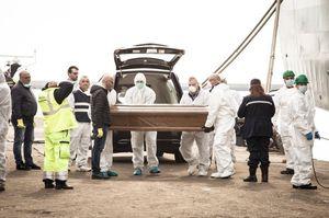عکس/ کشف جسد ۲۶ دختر در آبهای مدیترانه !