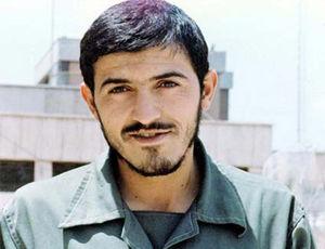 فیلم/ فرمانده محبوب بسیجی ها در جبهه