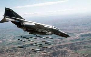 بمباران اف 4