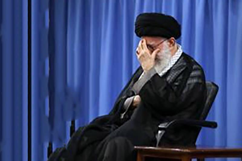 اشک و گریه رهبرانقلاب با مداحی سید رضا نریمانی درباره پیاده روی اربعین