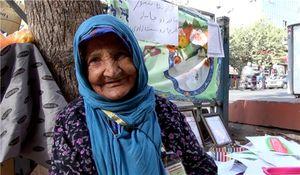 «ننه صنوبر» برای امرار معاش نقاشی میفروشد + عکس