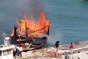 فیلم/ آتشسوزی لنج صیادان بوشهری