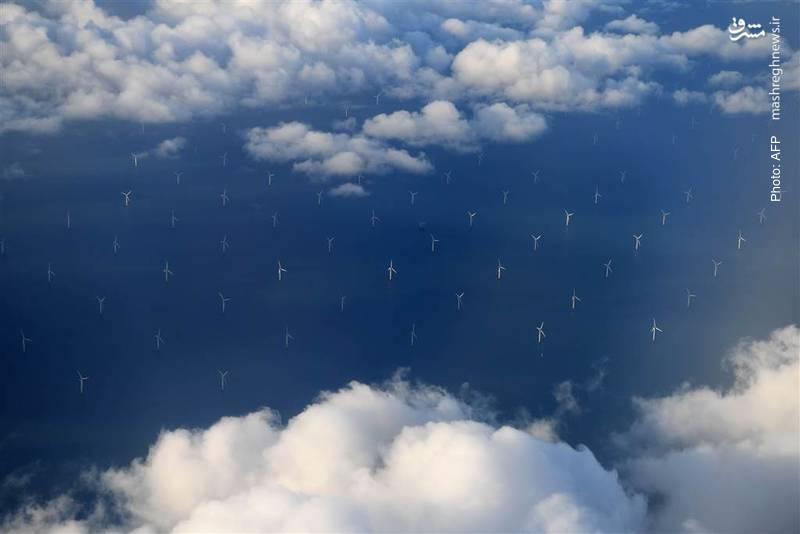 توربینهای بادی در نزدیک ساحل شمالی بریتانیا