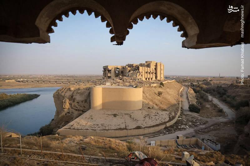 نمایی از یکی از قصرهای صدام از درون یک کاخ دیگر، مشرف به رودخانه دجله