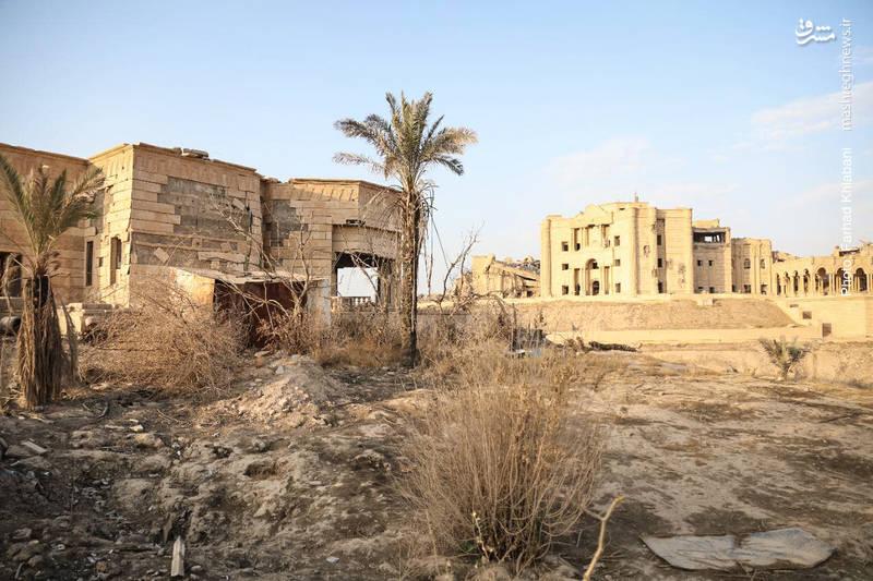 خرابه های برجا مانده از کاخ مجلل صدام در تکریت؛ از محوطه بیرون