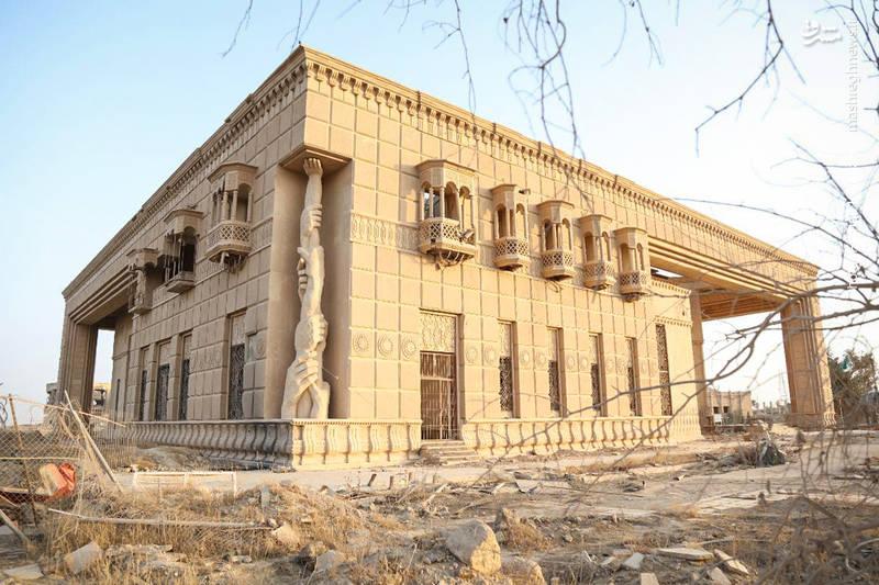 صدام در تکریت چندین کاخ بنا کرده بود که تعداد آن تا 13 بنای مجلل ذکر شده است