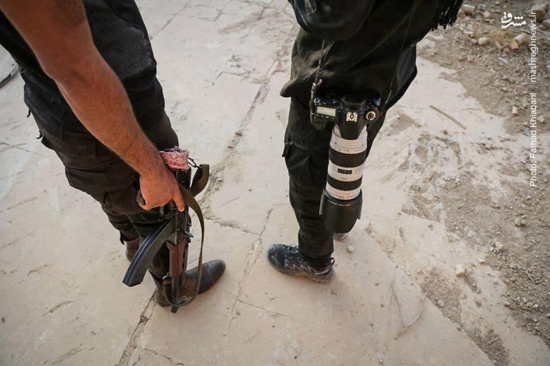 هم اکنون نیروهای نظامی و امنیتی عراق در این منطقه مستقر هستند. عکاسان هم برای ثبت این تصاویر به داخل کاخ راه دارند!