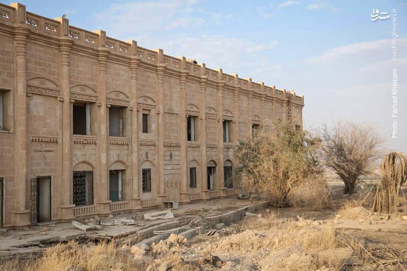 نمایی از بیرون یکی از کاخ های صدام در تکریت