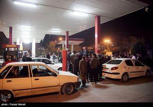 ازدحام جمعیت در پمپ بنزین کرمانشاه