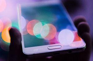 چگونه گوشی را با نور محیط شارژ کنیم؟