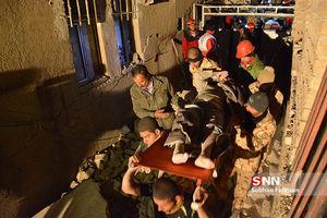 4 تیپ نیروی زمینی ارتش در حال امدادرسانی به زلزلهزدگان