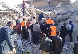 فیلم/ بیرون کشیدن اجساد از زیر آوار زلزله کرمانشاه