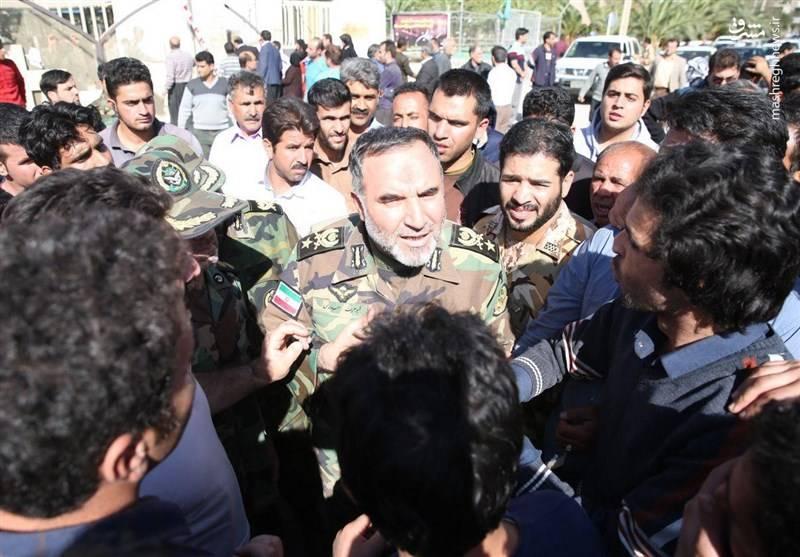 دیدار فرماندهان ارتش و سپاه با مردم