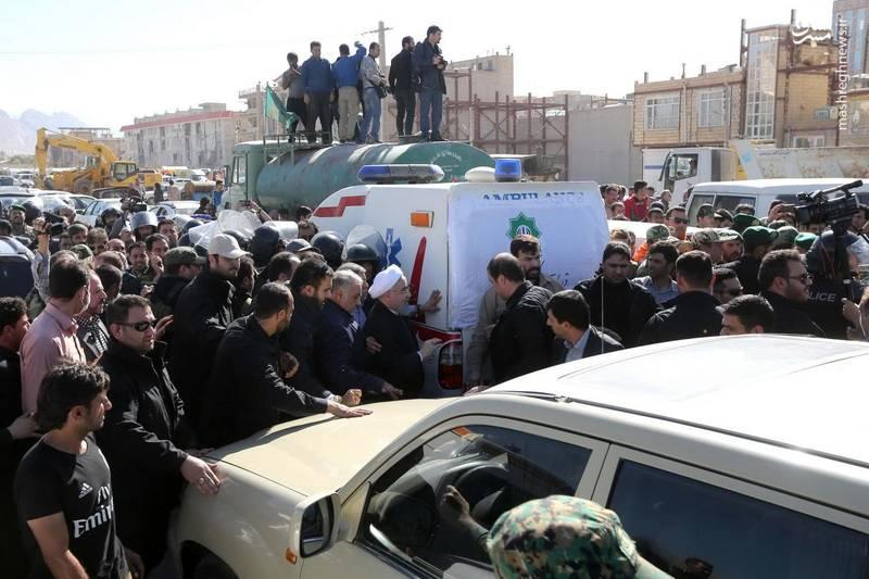 روحانی در حلقه محافظان و پلیس ضد شورش