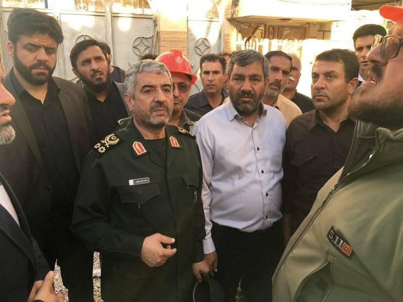 حضور فرمانده سپاه در دورافتادهترین نقاط زلزلهزده غرب ایران +عکس