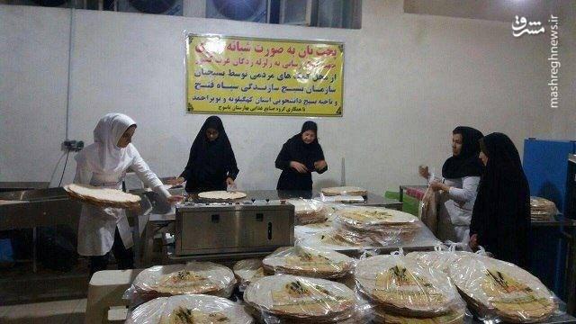 پخت نان به صورت شبانهروزی برای کمک به زلزلهزدگان