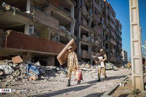 کمک سربازان به زلزله زدگان