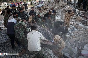 فیلم/ لحظه نجات یک کودک از زیر آوار زلزله