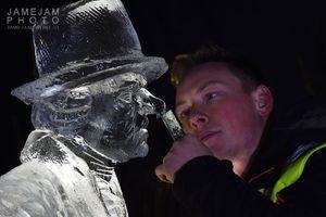 عکس/ ساخت مجسمههای یخی در اسکاتلند