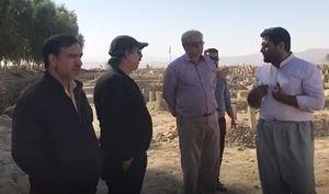 فیلم/مجید مجیدی و کاکاوند در گورستان زلزله زدگان