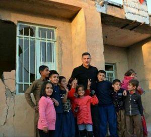 علی دایی در جمع کودکان زلزله زده