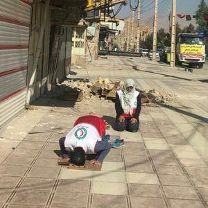 عکس/ نماز اول وقت امدادگران