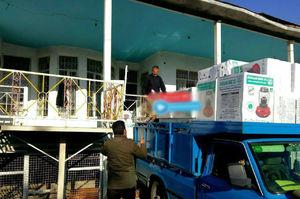 عکس/ ارسال محموله چراغ نفتی برای زلزلهزدگان