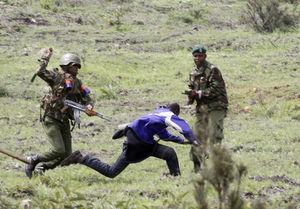 عکس/ درگیری خونین مردم و نیروهای پلیس در کنیا