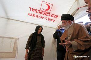 حضور رهبر انقلاب در چادرهای اسکان زلزلهزدگان