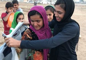 هدیه بانوی لژیونر ووشو به کودکان زلزله زده