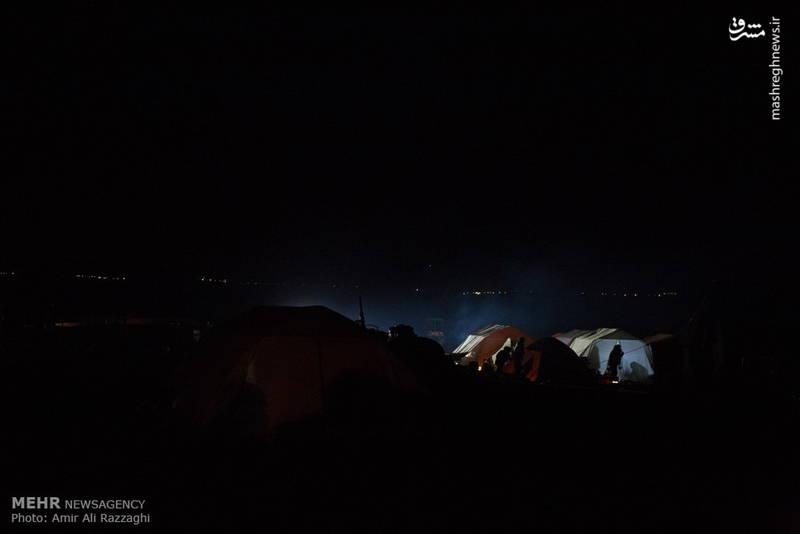 عکس/ شبهای سرد زلزله زدگان
