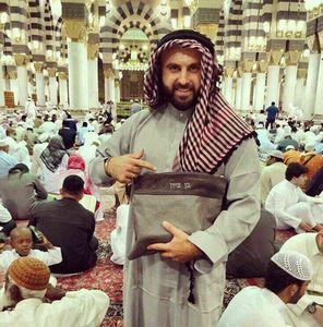عکس/ روزنامه نگار صهیونیست در مسجد الحرام