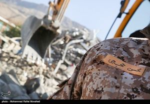 عکس/ مدافعین حرم در مناطق زلزله زده