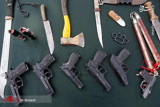 سلاح های کشف شده از اراذل پایتخت