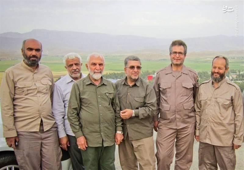شهید حاج رضا فرزانه کنار شهید همدانی و گلعلی بابایی نویسنده کتابهای دفاع مقدس