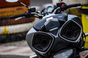 ۳ کاربرد موتورسیکلت برای خانم نویسنده!