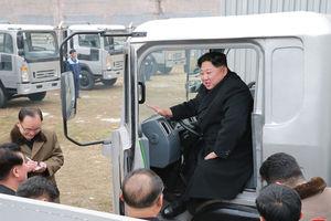 عکس/ «کیم جونگ اون» پشت فرمان کامیون