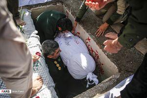 عکس/ تشییع و تدفین شهدای گمنام در دانشگاه پیام نور فارس