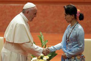 عکس/ دیدار پاپ با زن بیرحم