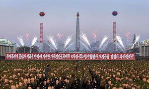 عکس/ جشن و آتشبازی هزاران نظامی در پیونگیانگ,