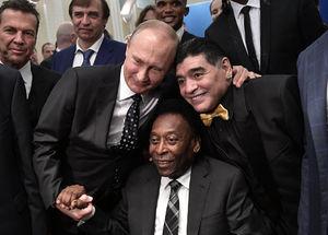 عکس یادگاری اسطورههای فوتبال با پوتین