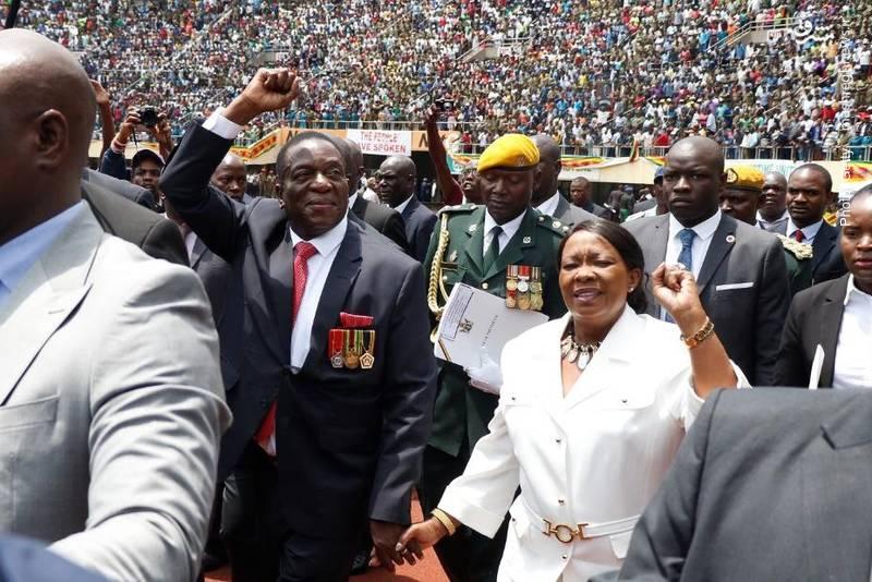 امرسون منانگاگوا رئیسجمهور دولت موقت زیمبابوه پس از استعفای تاریخی رابرت موگابه سوگند یاد کرد.