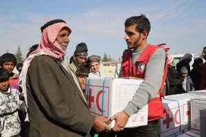 پخش کمکهای انساندوستانه در شهر المیادین +عکس